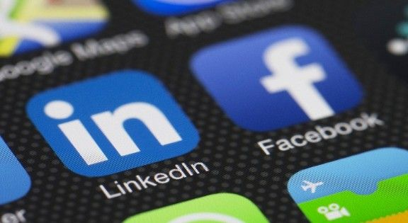 Facebook and Linked In Cross Marketing